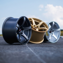 Japan Racing JR32 - 18x8,5 ET20-38 5H Blank Gold